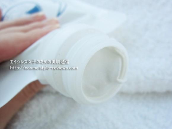 シムホワイト377配合で美白洗顔!白泥物語のチューブ式パッケージ