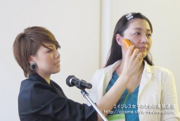 顔ツボ化粧品BB革命パーティー/全員で振動BBを使ったマッサージ