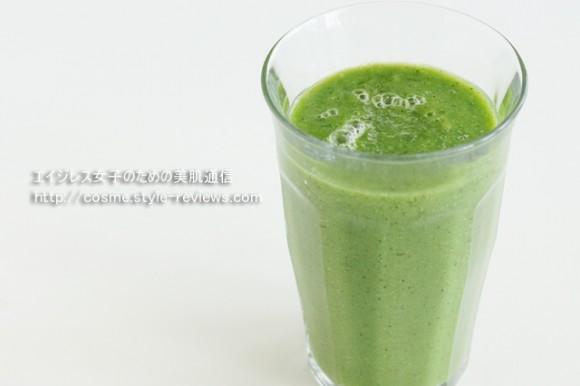 水橋保寿堂の濃厚コラーゲンをグリーンスムージーに混ぜて飲んでいます。
