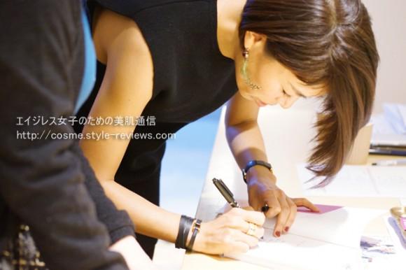 トークイベント終了後、早坂香須子さんによるサイン会