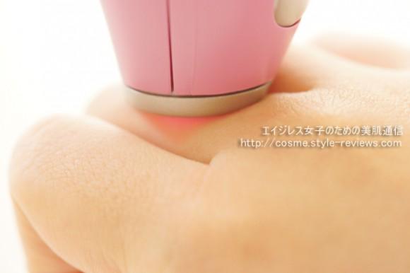 トリアの家庭用レーザー脱毛器プレシジョンは利き手側の指にも照射しやすい